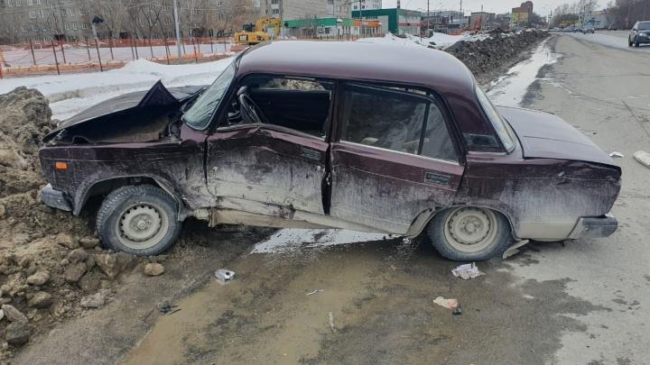 В Новосибирске «семерка» столкнулась с «Газелью» — 80-летний водитель в тяжелом состоянии