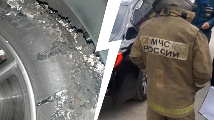 В Екатеринбурге водитель врезался в BMW. Когда его доставили в участок, он поджег машину и сбежал