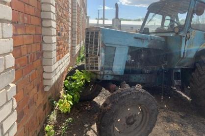 Тракториста неоднократно замечали за рулем пьяным