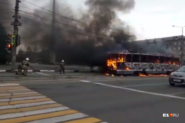 Трамвай загорелся у площади Славы