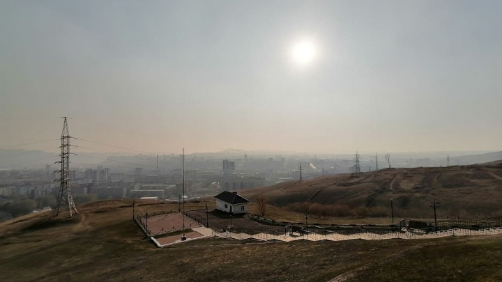 Красноярск затянуло дымом. Несколько крупных пожаров действуют в пригороде