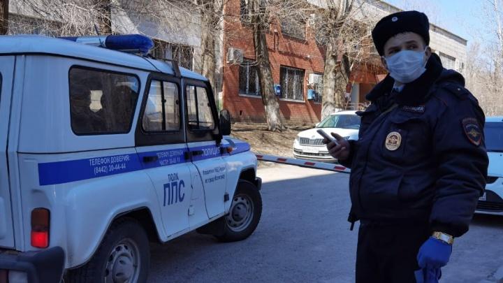 «По указанию председателя суда»: в Волгограде приставы заблокировали активиста на общественной парковке