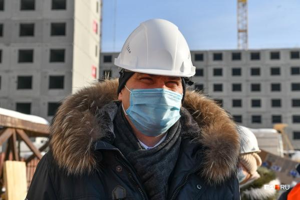 Александр Высокинский во время объезда по деревне Универсиады рассказал о канатной дороге в городе