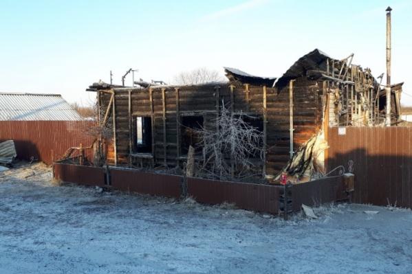 По словам очевидцев, мужчина купил дом буквально за месяц до трагедии