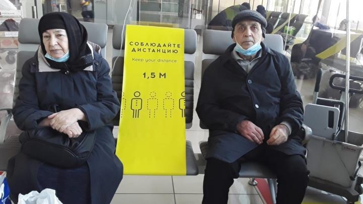 Общественники помогли вернуться домой в Душанбе мужчине, у которого случился инсульт, и его жене