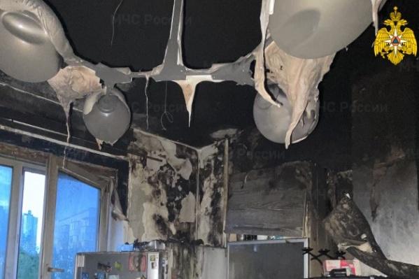 Кухня обгорела, а во всей квартире закоптились стены и потолок