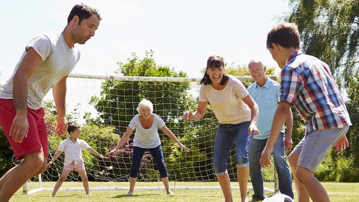 Активное лето с MAKFA: покупатели продукции бренда смогут выиграть крутые призы для семейного отдыха