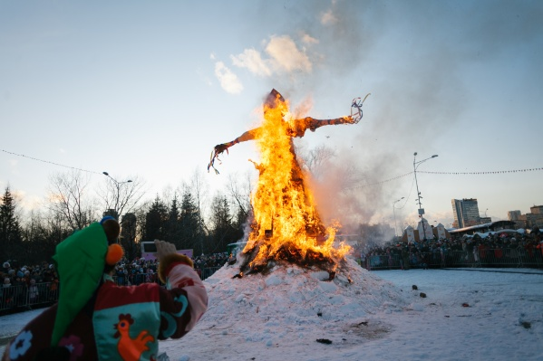 Главное событие Масленицы — сжигание чучела. Чем чучело выше, тем эффектнее!