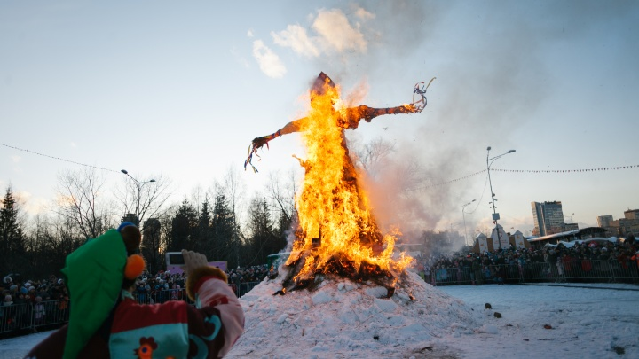 Будут удивлять циркачами, караоке под баян и COVID-чучелом: как и где отметить Масленицу в Екатеринбурге