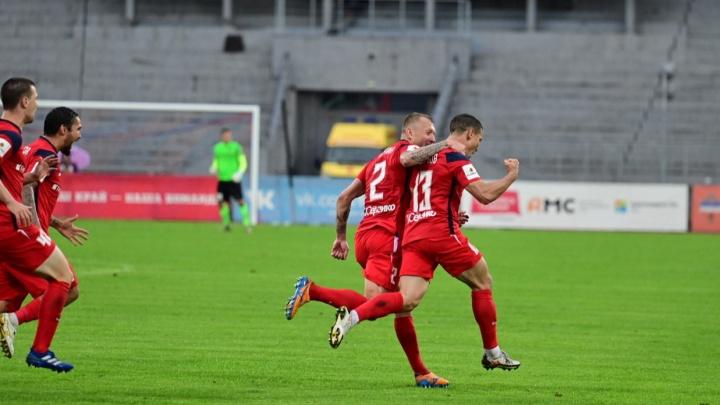 Футбольный «Енисей» объявил об аукционе в помощь больному лейкозом мальчику