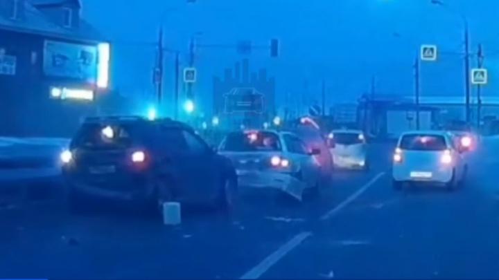 Женщина с ребенком уснула за рулем и устроила аварию из 5 машин