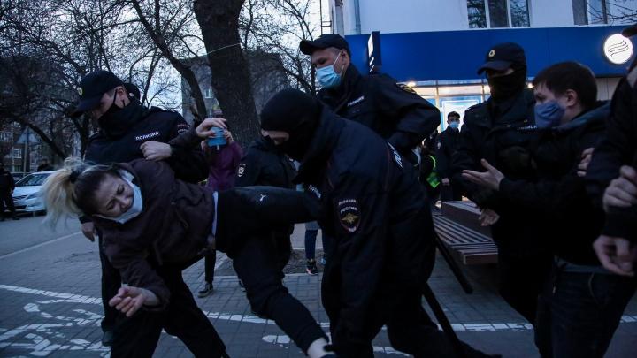 Винчу, кого хочу. Кадры с запретной акции в поддержку Алексея Навального — 27 фото из центра Уфы