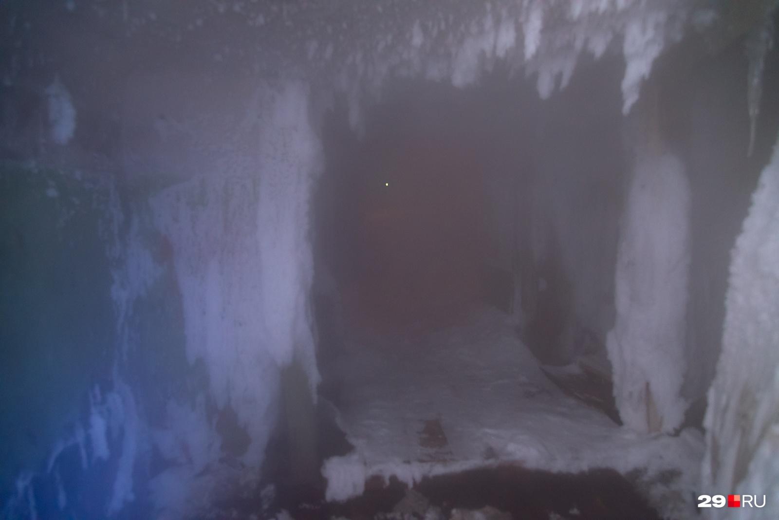 Пока ползешь, понимаешь, что всё внутри в тумане из-за протечки горячей воды или канализации