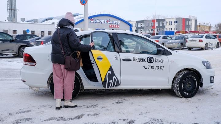 «Цветная революция»: челябинских таксистов хотят заставить ездить только на белых или желтых машинах