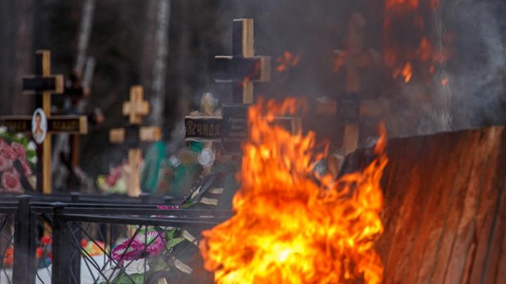 В суточной статистике по ковиду впервые 18 умерших, но власти говорят, что антирекорда нет