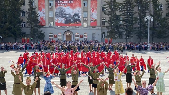 Концерт, техника на площади и салют: в Кургане провели парад Победы