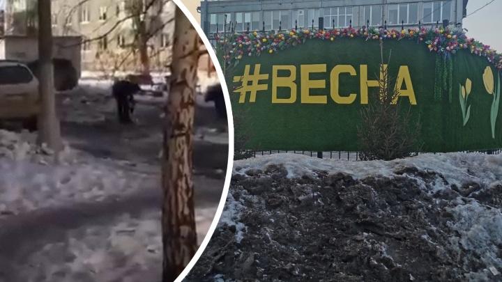 Подросток с перфоратором борется с наледью в красноярском дворе— видео
