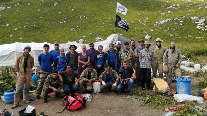 «Он пошел туда один»: пермские спасатели помогли достать из труднодоступной пещеры в Абхазии тело туриста