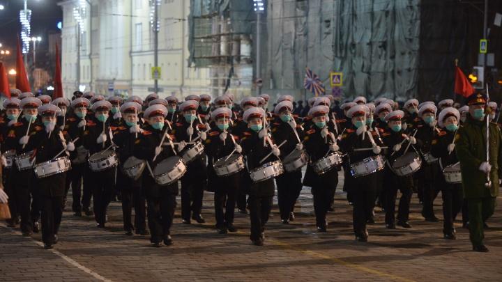 И снова пробки: в Екатеринбурге перекроют полгорода ради репетиции парада