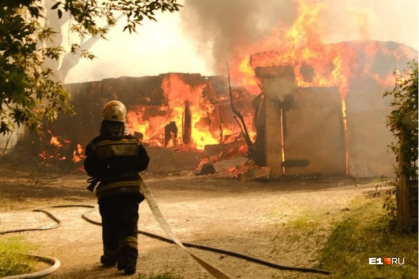 В МЧС каждый час поступают десятки звонков с сообщениями о пожаре