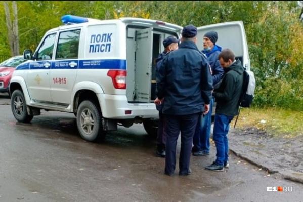 По словам члена территориальной избирательной комиссии Вениамина Помазкина, за голос в пользу партии власти гражданам предлагали по 500 рублей