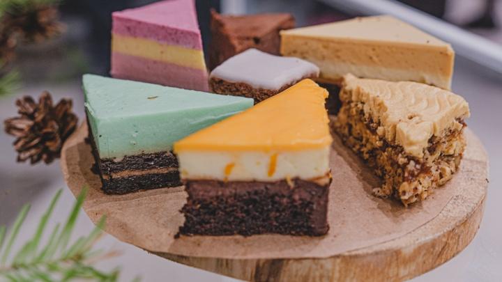 С хвойным вкусом и в виде геологических слоев. В Перми открыли кондитерскую с «региональными» тортами