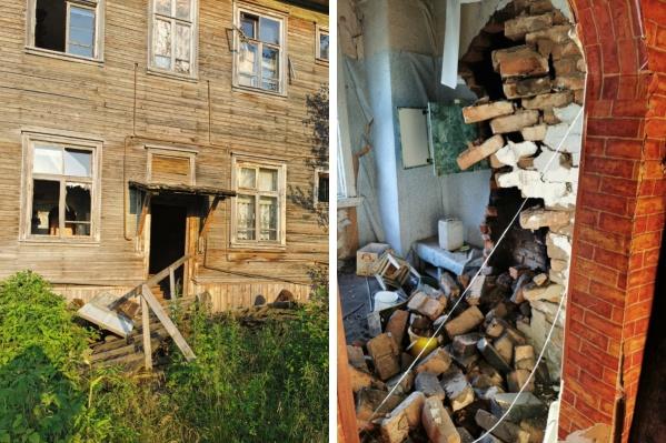 Если раньше в аварийном доме жили три семьи, то теперь там совсем невозможно находиться