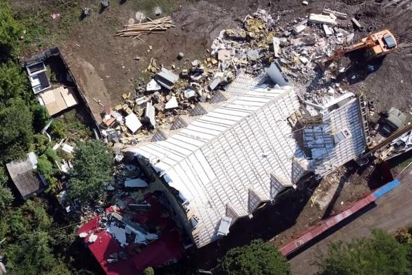 Демонтировать здание начали в августе