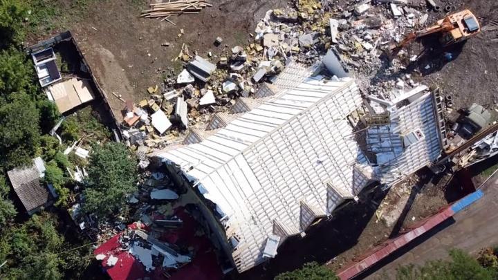 Завалило крышу соседнего дома: последствия обрушения стены храма в Самаре сняли на видео