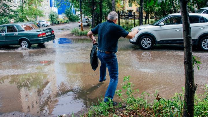В Омске решили отремонтировать ливневки на 32 улицах. Стали известны первые 9 из них