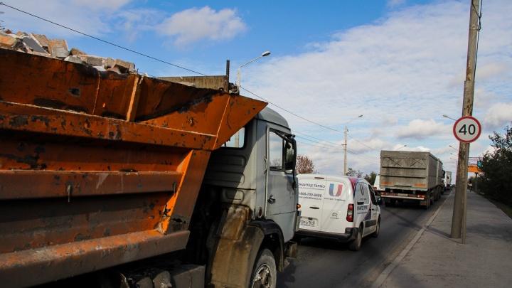 С апреля грузовикам запретят ездить по нескольким улицам Ростова