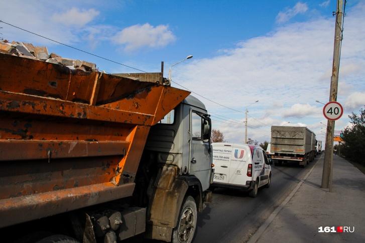 В апреле грузовикам запретят ездить по нескольким улицам Ростова
