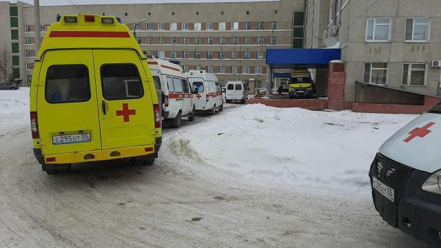 У МСЧ снова начали выстраиваться очереди из машин скорой помощи