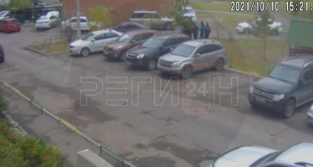Толпа подростков подралась с мужчиной в Северном. Мама 11-летки обратилась в полицию
