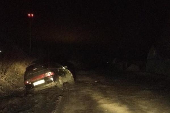 3 апреля вечером экипаж ГИБДД обнаружил в кювете машину, в которой находилась семья