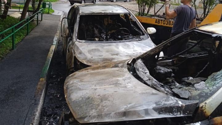 В Челябинске спалили машины известного тренера и врача. Супруги уверены — преступление заказное