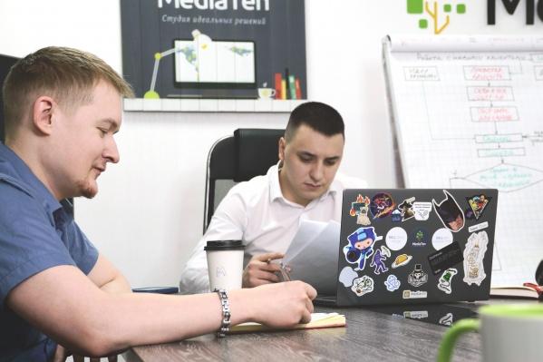 Справа — руководитель MediaTen Вячеслав Егоров, слева — IT-директор Дмитрий Кузбожев