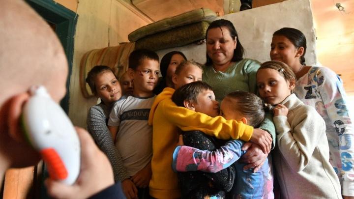 «Почувствовала, что не зря живем». Разговор с матерью, которая воспитала 25 детей и осталась без дома