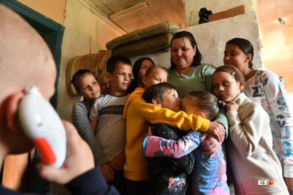 Сейчас Сергеевы воспитывают восьмерых детей, остальные уже взрослые