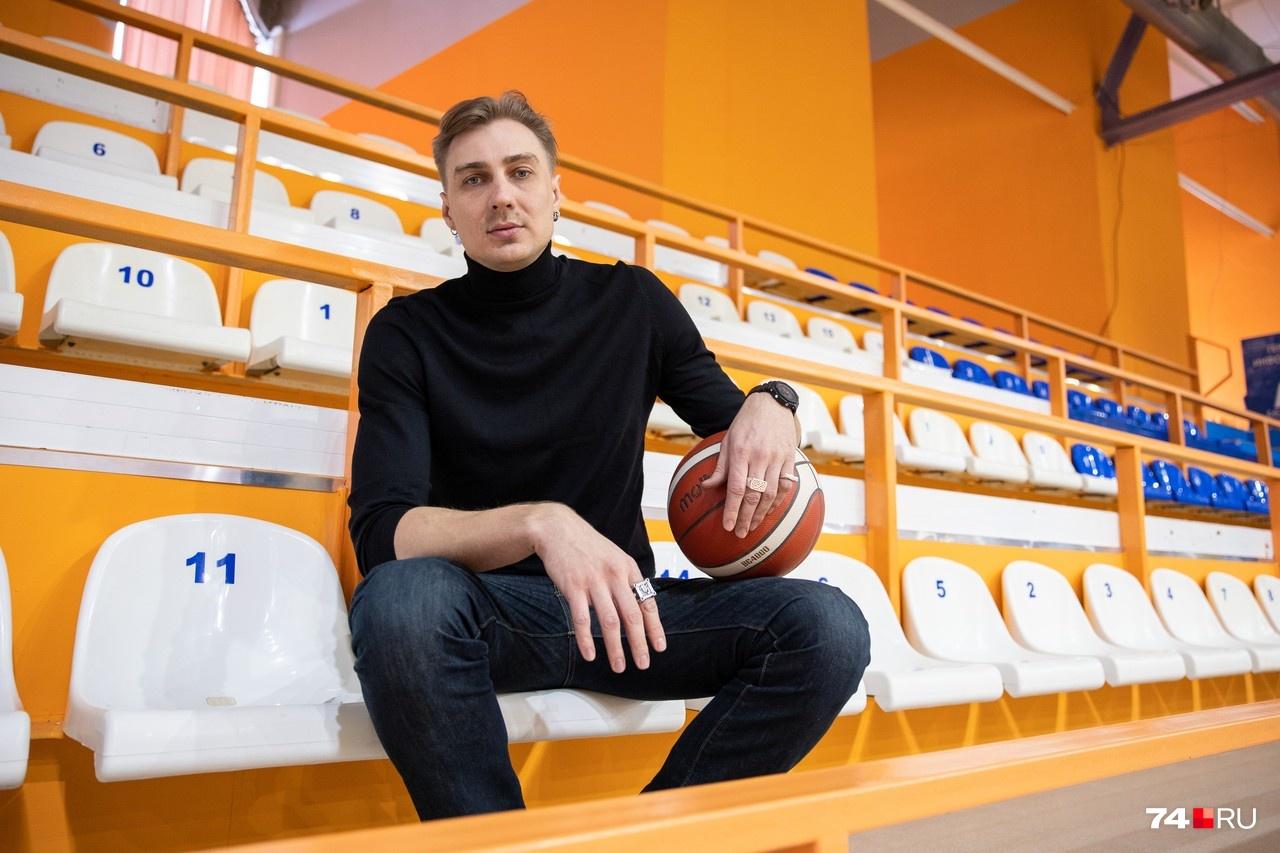 Хорошая техника игры в баскетбол и задатки актера обеспечили Александру роль в фильме