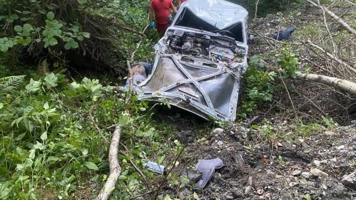 В Сочи погиб пассажир «Нивы», которая упала с 40-метрового обрыва