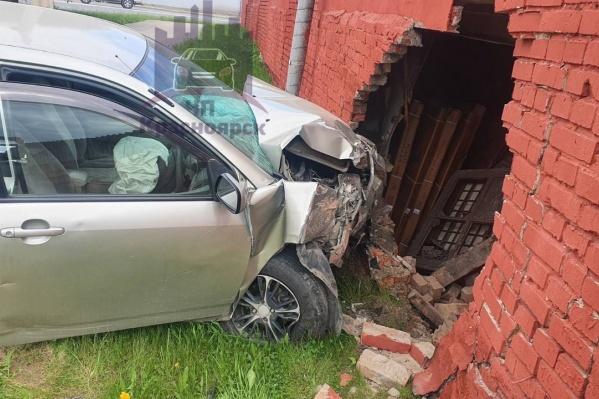 """В аварии пострадал водитель, парню <nobr class=""""_"""">24 года</nobr>"""