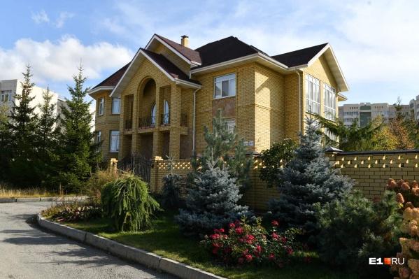 Дом Игоря Кузьмина находится на улице Колокольной