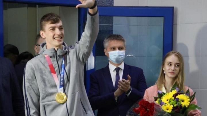 Олимпийский чемпион Максим Храмцов вернулся в родной Нижневартовск. Смотрите, как это было