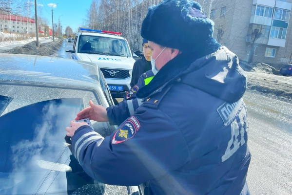 По всей Свердловской области будут ловить водителей глухо тонированных машин