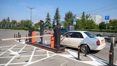 Популярную у госслужащих парковку в центре Красноярска сделали платной