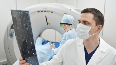 Клиника начала делать КТ легких и МРТ головы за 2900 рублей — главврач имеет два патента на изобретения