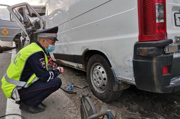 В аварии погибли водители обоих фургонов