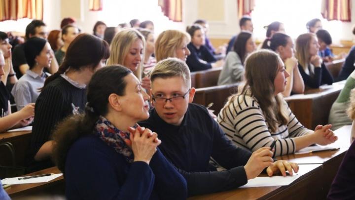 «Тотальный диктант» в Красноярске пройдет офлайн: среди диктаторов — спикер горсовета Фирюлина