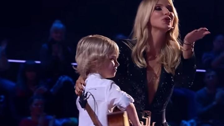 «Откуда ты такое знаешь?»: 7-летний мальчик поразил жюри шоу «Голос» взрослой песней. Видео